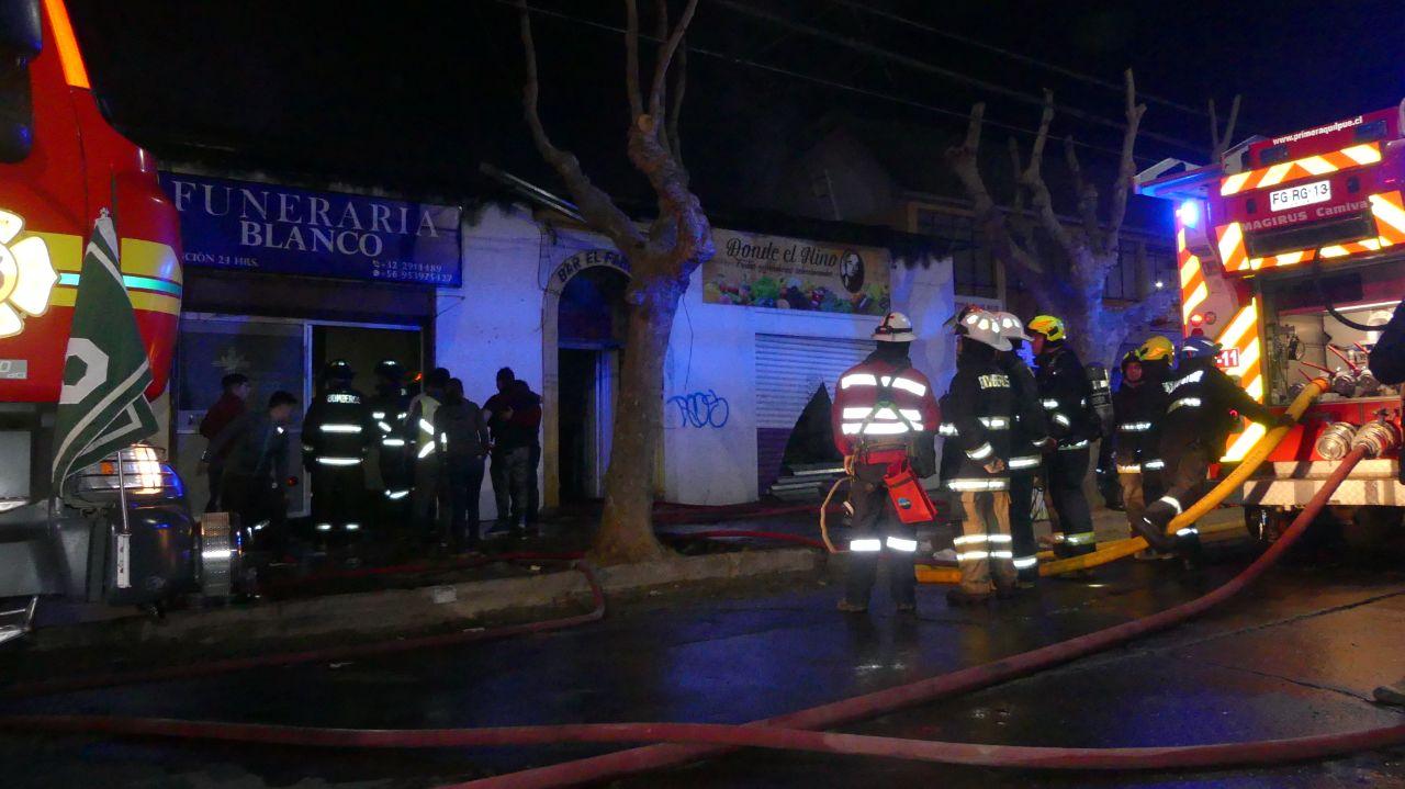 Tres locales comerciales consumidos por el fuego en centro de Quilpué