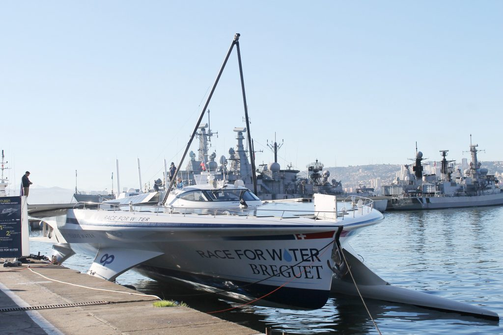 Seremi de Energía conoce embarcación de energía autosustentable Race For Water