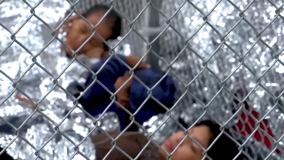 """ProPublica difunde audio de niños separados de su familia llorando por """"mamá"""" y """"papi"""""""