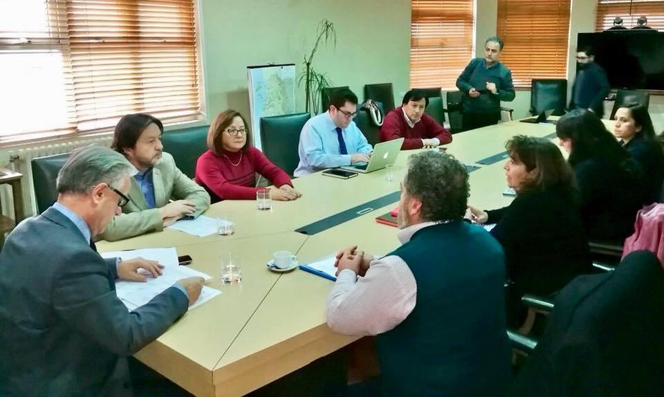 Proponen abrir hospitales de FF.AA. para descomprimir sistema público por enfermedades invernales