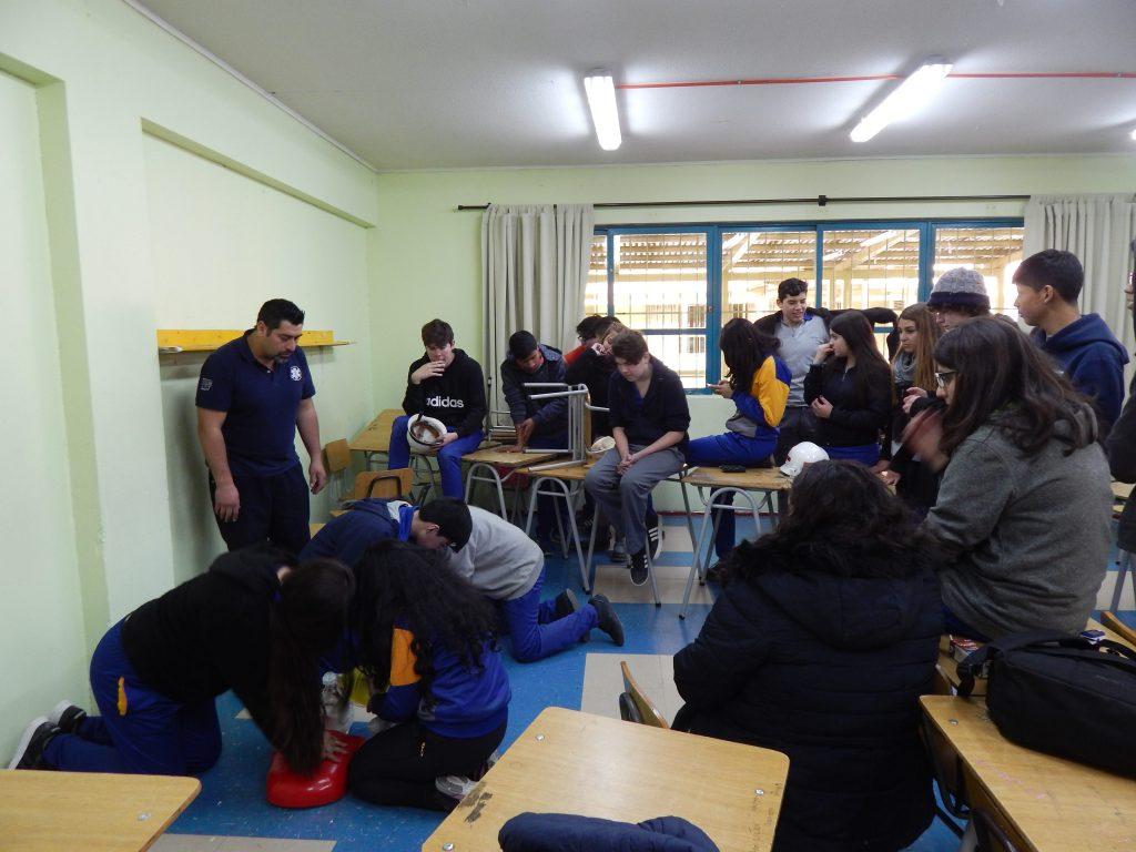 Alumnos del Colegio Guardiamarina Guillermo Zañartu de Quilpué se capacitan en primeros auxilios