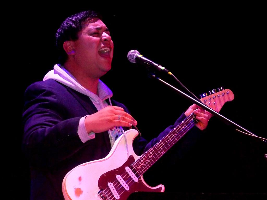 """Raúl Figueroa emocionó al público con su nuevo single """"Mi Vida"""" en el Centro Cultural de Quillota"""