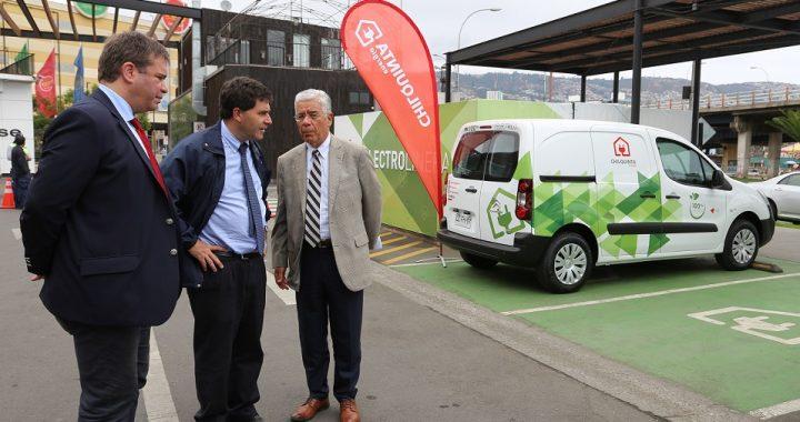 Chilquinta Energía comenzó el proceso de reemplazo de sus autos corporativos a combustión, por una nueva flota 100% eléctrica y menos contaminante