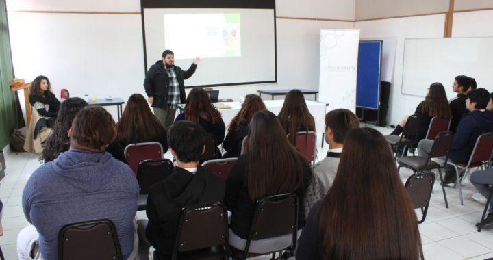 El Otro Capital realizó charla sobre Cooperativismo y Economía Circular en liceo casablanquino