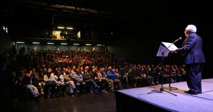 Manuel Castells llama a repensar la democracia en Puerto de Ideas Valparaíso
