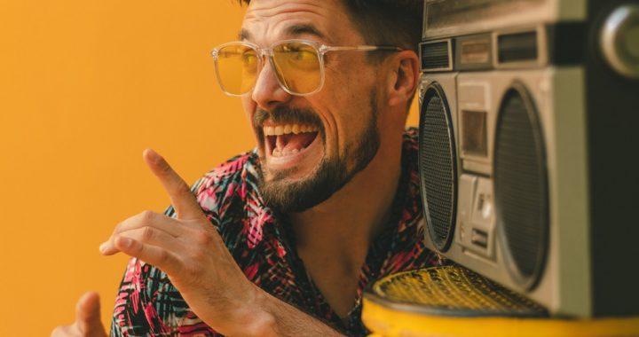 Músico quilpueíno viajó a España para grabar videoclip de música urbana y son cubano